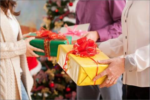 Good Cheer! 8 Tips for Holiday Gift-Giving in the Office