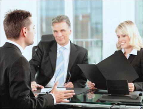 4 Legal Interview Questions to Assess Candidate Fit